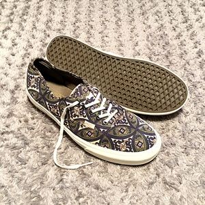 Vans lo-top paid $65 size 13 great condition